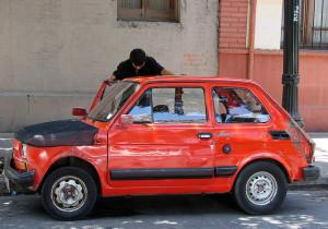 Det kan få denne lille bilen! Billig og bra!